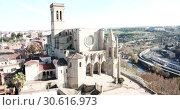 Купить «Collegiate Basilica of Santa Maria in Manresa, Spain», видеоролик № 30616973, снято 9 декабря 2018 г. (c) Яков Филимонов / Фотобанк Лори