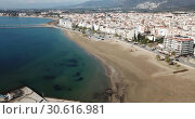 Купить «Aerial view of sand beach and city Roses, Catalonia», видеоролик № 30616981, снято 10 февраля 2019 г. (c) Яков Филимонов / Фотобанк Лори