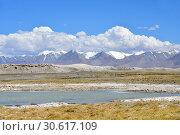 Купить «Великие озера Тибета, озеро Рулдан (Нак) на Тибетском нагорье летом. Китай», фото № 30617109, снято 11 июня 2018 г. (c) Овчинникова Ирина / Фотобанк Лори