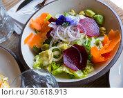 Купить «Salad with lettuce, endive, palms hearts, avocado and radish», фото № 30618913, снято 26 августа 2019 г. (c) Яков Филимонов / Фотобанк Лори