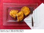 Top view of Madrid torrijas on burgundy background. Стоковое фото, фотограф Яков Филимонов / Фотобанк Лори
