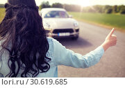 Купить «woman hitchhiking and stopping car with thumbs up», фото № 30619685, снято 12 июня 2016 г. (c) Syda Productions / Фотобанк Лори