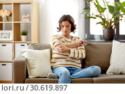 Купить «unhappy woman suffering from pain in hand at home», фото № 30619897, снято 6 марта 2019 г. (c) Syda Productions / Фотобанк Лори