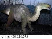 Игуанодон - растительноядный динозавр (Dinosaur Iguanodon) (2019 год). Редакционное фото, фотограф Татьяна Белова / Фотобанк Лори
