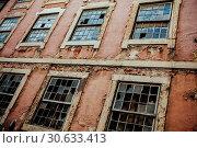 Abandoned building exterior. Стоковое фото, фотограф sumners / easy Fotostock / Фотобанк Лори