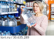 Portrait of nice woman choosing bottled water. Стоковое фото, фотограф Яков Филимонов / Фотобанк Лори