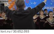 Купить «Choir vocal performance. Moscow, Russia», видеоролик № 30652093, снято 22 декабря 2017 г. (c) Данил Руденко / Фотобанк Лори