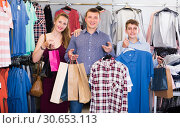 Glad couple and teenager with purchases. Стоковое фото, фотограф Яков Филимонов / Фотобанк Лори