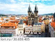 Old town square and Church of Virgin Maria Before Tyn, Prague, Czech republic (2013 год). Редакционное фото, фотограф Papoyan Irina / Фотобанк Лори