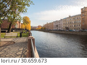 Park recreation area New Holland on the banks of the Moika River in St. Petersburg (2018 год). Редакционное фото, фотограф Юлия Бабкина / Фотобанк Лори
