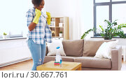 Купить «african american woman cleaning table at home», видеоролик № 30667761, снято 15 апреля 2019 г. (c) Syda Productions / Фотобанк Лори