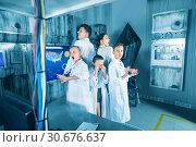 Купить «Family of five is having fun together in lost labroom.», фото № 30676637, снято 3 августа 2017 г. (c) Яков Филимонов / Фотобанк Лори