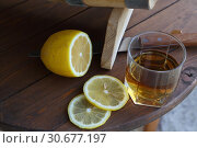 Бренди с нарезанным лимоном. Стоковое фото, фотограф Марина Володько / Фотобанк Лори