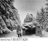 Купить «BELGIUM Herresbach -- Jan 1945 -- US 1st Army tanks and infantrymen of the 82nd US Airborne Division, Company G, 740th Tank Battalion, 504th Regiment,...», фото № 30677829, снято 23 мая 2012 г. (c) age Fotostock / Фотобанк Лори