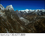 NEPAL Chola Valley -- 16 Apr 2005 -- A panorama of peaks dominate the somewhat Martian landscape of the Chola Valley, off the main Khumbu Glacier. The... Стоковое фото, фотограф Jonathan William Mitchell / age Fotostock / Фотобанк Лори