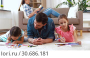 Купить «father with little daughters drawing at home», видеоролик № 30686181, снято 8 апреля 2019 г. (c) Syda Productions / Фотобанк Лори