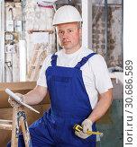 Купить «Contractor planning building work», фото № 30686589, снято 28 мая 2018 г. (c) Яков Филимонов / Фотобанк Лори