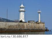 Купить «Ялтинский маяк. Ялта. Крым», фото № 30686817, снято 26 апреля 2019 г. (c) Игорь Архипов / Фотобанк Лори