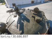 """Средний советский танк Т-62А в парке """"Патриот"""" в Московской области, вид на переднюю часть башни (2016 год). Редакционное фото, фотограф Малышев Андрей / Фотобанк Лори"""