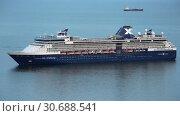 Купить «Круизный лайнер Celebrity Millennium», видеоролик № 30688541, снято 2 мая 2019 г. (c) А. А. Пирагис / Фотобанк Лори