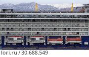 Палубы круизного лайнере Celebrity Millennium (2019 год). Редакционное видео, видеограф А. А. Пирагис / Фотобанк Лори