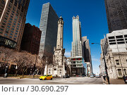 Купить «Chicago Water Tower landmark intersection, USA», фото № 30690297, снято 24 апреля 2018 г. (c) Сергей Новиков / Фотобанк Лори