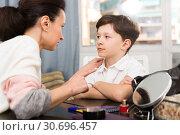 Купить «Boy during serious talk with mother», фото № 30696457, снято 28 марта 2019 г. (c) Яков Филимонов / Фотобанк Лори