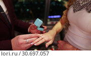 Купить «Box with a silver ring», видеоролик № 30697057, снято 3 декабря 2018 г. (c) Потийко Сергей / Фотобанк Лори