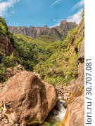 Купить «Tugela River and the wall of the Amphitheatre», фото № 30707081, снято 15 марта 2018 г. (c) easy Fotostock / Фотобанк Лори