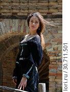 Купить «Attractive young woman in a medieval dress», фото № 30711501, снято 15 апреля 2019 г. (c) Алексей Кузнецов / Фотобанк Лори