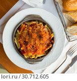 Top view of macaroni baked with sausage, tomato. Стоковое фото, фотограф Яков Филимонов / Фотобанк Лори