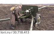 Купить «Specialized artillery antitank gun to destroy armored vehicles», видеоролик № 30718413, снято 3 апреля 2016 г. (c) Aleksandr Sulimov / Фотобанк Лори