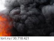 Купить «Сильный пожар, языки пламени, облака черного ядовитого поднимаются в небо. Расфокусировка, размытость изображения», фото № 30718421, снято 18 апреля 2019 г. (c) А. А. Пирагис / Фотобанк Лори