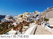 View of Fira on a bright sunny summer day, Santorini, Greece (2017 год). Стоковое фото, фотограф Наталья Волкова / Фотобанк Лори