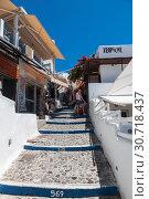 Купить «On the streets of Fira at sunny day, Santorini, Greece», фото № 30718437, снято 10 июня 2017 г. (c) Наталья Волкова / Фотобанк Лори