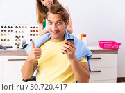 Купить «Woman hairdresser applying dye to man hair», фото № 30720417, снято 5 сентября 2018 г. (c) Elnur / Фотобанк Лори