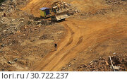 Worker in the helmet goes on a dirt road indicating the way the bulldozer (2016 год). Редакционное видео, видеограф Aleksandr Sulimov / Фотобанк Лори