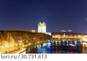 Купить «Moskva River and embankments (at night). Moscow, Russia», фото № 30731613, снято 13 октября 2018 г. (c) Владимир Журавлев / Фотобанк Лори