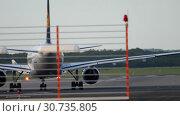 Купить «Airplane turn runway before departure», видеоролик № 30735805, снято 21 июля 2017 г. (c) Игорь Жоров / Фотобанк Лори