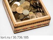 Купить «Советские, металлические деньги разных лет лежат в деревянной коробке», эксклюзивное фото № 30736185, снято 15 апреля 2019 г. (c) Игорь Низов / Фотобанк Лори