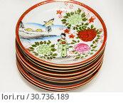Купить «Стопка керамических тарелок», фото № 30736189, снято 1 мая 2019 г. (c) Игорь Низов / Фотобанк Лори