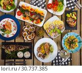Купить «Set of dishes from trout and cockles», фото № 30737385, снято 16 июля 2019 г. (c) Яков Филимонов / Фотобанк Лори