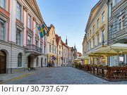 Купить «Street in Tallinn, Estonia», фото № 30737677, снято 27 июля 2018 г. (c) Boris Breytman / Фотобанк Лори