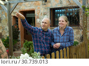 Купить «Man and woman standing outdoors», фото № 30739013, снято 15 декабря 2018 г. (c) Яков Филимонов / Фотобанк Лори