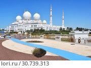 Купить «Мечеть шейха Зайда в Абу-Даби в ясную погоду, Объединенные Арабские Эмираты», фото № 30739313, снято 19 марта 2019 г. (c) Овчинникова Ирина / Фотобанк Лори