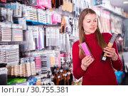 Купить «Glad woman is choosing new comb», фото № 30755381, снято 22 марта 2018 г. (c) Яков Филимонов / Фотобанк Лори