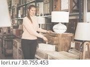 Female choosing commode in store. Стоковое фото, фотограф Яков Филимонов / Фотобанк Лори