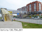 Купить «Tyumen, Russia, on May 9, 2019: Pedestrian elevated transition through the highway to summertime», фото № 30756261, снято 9 мая 2019 г. (c) Землянникова Вероника / Фотобанк Лори
