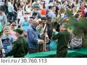 Купить «Tyumen, Russia, on May 9, 2019: The Russian people are interested in types of firearms on the Victory holiday on May 9», фото № 30760113, снято 9 мая 2019 г. (c) Землянникова Вероника / Фотобанк Лори