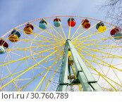Ferris Wheel Blue Sky. City Park in the spring. (2017 год). Стоковое фото, фотограф Юлия Фаранчук / Фотобанк Лори